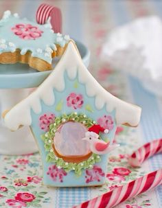 Amazing cookie ~ someone is very talented!  (decorating idea)