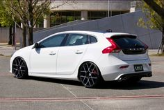 Those are some full fenders on this V40