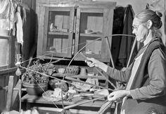 Lewis Hine, Mrs James Watson spinning wool yarn in her cabin near Gatlinburg, Tennessee, November 1933.