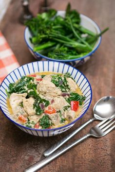 Serve your curry with a side of steamed greens like spinach, kale, asparagus or broccoli Home Recipes, Healthy Recipes, Healthy Meals, Joe Wicks, Spinach, Kale, Asparagus, Broccoli, Food To Make