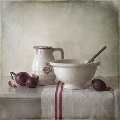Bowl And Red Onions, processing by Tineke Stoffels