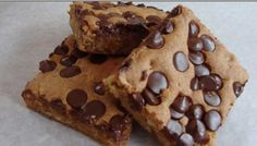 Chocolate Chip Brownies are a mixture of both gooey cookie dough and epically flavored chocolate. Chocolate Chip Cookies, Chocolate Morsels, Chocolate Chip Recipes, Brownie Recipes, Chocolate Chips, Chocolate Brownies, Cookie Brownies, Chocolate Candies, Ww Recipes