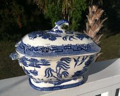 Blue Willow Tureen From Birdhouse Blue Willow China, Blue And White China, Blue Chinaware, Asian Vases, Blue Dinnerware, Blue Bayou, Blue Onion, Willow Pattern, White Dishes