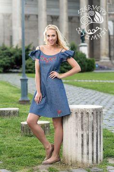 5978e72d47 A(z) hímzett ruha nevű tábla 13 legjobb képe | Kalocsai, Hungary és ...