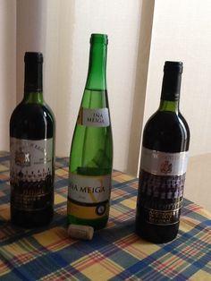 1/3 Hay 3 botellas pero 1 está abierta.