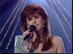 Eurovision 1992 Ireland - Linda Martin - Why me - YouTube