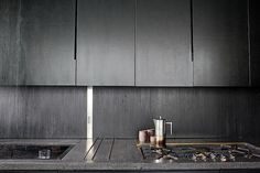 The architects Jay Atherton and Cy Keener made all the cabinets out of plywood which they dyed black. Instead of handles, they cut out narrow slots in the cabinets to serve as hand pulls.
