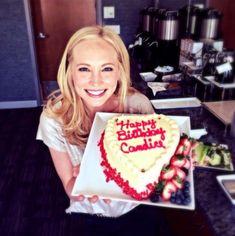 Happy Birtday Candice, my favorite neurotic Vampire Diaries Poster, Vampire Diaries Cast, Vampire Diaries The Originals, Funny Happy Birthday Pictures, Happy Birthday Funny, Video Love, King Birthday, Birthday Cake, Candice King