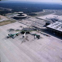 On July 1969 Braniff International inaugurated hourly service between Dallas Love Field and Houston Intercontinental Airport. Lego City Airport, Airport Architecture, Terminal Velocity, Job Interview Preparation, Commercial Aircraft, July 7, Airplanes, Alaska, Dallas