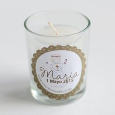 Set de 6 velas de estilo vintage. El detalle perfecto para entregar a los invitados en la Primera Comunión de un niño o una niña. Velitas en vasitos de cristal personalizadas con el nombre y la fecha de su Comunión. Precio: 28,50 €