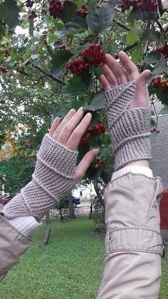 Ravelry: Spiral Fingerless Mittens pattern by Julia Gutkovskaya FREE