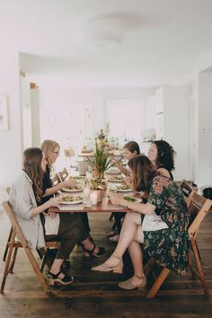 A laid-back Cinco de Mayo fiesta. A Well Traveled Woman, Photo Dream, Boho Home, Crochet Hair Styles, Life Is Beautiful, Beautiful Places, A Table, Good Times, Entertaining