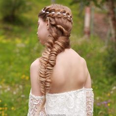 Crown braid and a fishtail✨ We're currently on holiday in Greece! Can't want to show you our braidpics from here❤️