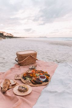 gypsy DIY Plastic Free Picnic Byron Bay Spell & The Gypsy Collective Beach Aesthetic, Summer Aesthetic, Aesthetic Food, Aesthetic Beauty, Picnic Date, Summer Picnic, Picnic At The Beach, Beach Picnic Foods, Night Picnic