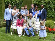 PHOTO DE VACANCES DE LA FAMILLE ROYALE DE SUÈDE - PRINCESS MONARCHY
