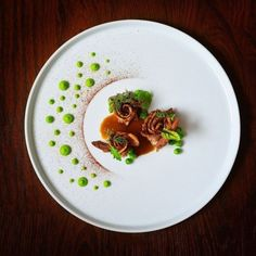 Lamb shoulder, black garlic powder, peas and jus 🍖🍴 by Michelle Tran ( ______________ Chefs - want us to share your… Gourmet Recipes, Cooking Recipes, Gourmet Desserts, Plated Desserts, Sushi Recipes, Gourmet Foods, Gourmet Food Plating, Food Plating Techniques, Food Decoration