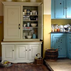 Expand your kitchen storage with a practical larder cupboard. Behind the doors practical shelves deal with a multitude of baking utensils and tinned or dried goods. If you have plates to display opt for an open top.