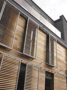 DucoSlide LuxFrame Wood: ideal marriage between aluminum & wood Duco Ventilation & Sun Control, a leader in the field of na … – All For Garden Detail Architecture, Contemporary Architecture, Interior Architecture, Facade Design, Exterior Design, Window Grill Design, Wood Cladding, Modern Exterior, Architectural Elements