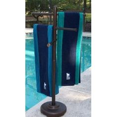 Outdoor Spa and Pool Towel Rack Bronze... need this for the pool!!!