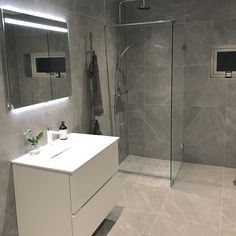 """125 gilla-markeringar, 13 kommentarer - Skogsbackevillan (@skogsbackevillan) på Instagram: """"Favoritrummet i hela huset tror jag 😍🙈 Stora badrummet i Villa Vinga är helt fantastiskt! Vi valde…"""""""