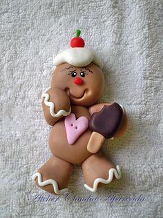 ESTA PEÇA PODE SER IMÃ DE GELADEIRA, APLIQUE OU ENFEITE DE ÁRVORE DE NATAL...FICA A ESCOLHA DO CLIENTE Biscoito de Natal com picolé para aplicação em lembrancinhas, caixas, laços, imãs etc.. Modeladas em biscuit (sem forminha ou molde) e finalizadas com pintura e verniz fosco. O VALOR É ... Gingerbread Ornaments, Diy Christmas Ornaments, Christmas Decorations To Make, Christmas Art, Holiday Crafts, Clay Art Projects, Polymer Clay Projects, Polymer Clay Creations, Polymer Clay Fish