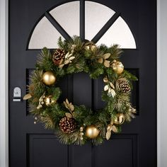 This wreath for your front door adds a bit of glamour whilst also featuring pine cones and leaves. The perfect combination of nature and sparkle. Scandi Christmas, Christmas Wreaths, Christmas Decorations, Holiday Decor, Twinkle Lights, Twinkle Twinkle, Fluffy Cushions, Pine Cones, Green And Gold