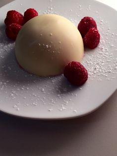 Dôme craquant chocolat blanc mousse de framboises (ou chocolat/caramel)