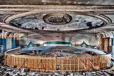 Fotógrafos registram os 35 lugares abandonados mais bonitos do mundo: 27:35 Lawndale Theater, em Chicago, EUA.
