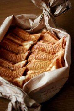 たい焼きの醍醐味は、 何といっても、かぶりついた瞬間に 「鯛」の高級感が感じられること。