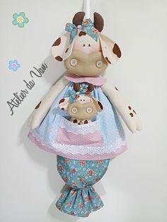 Puxa saco Vaquinha Paper Crafts For Kids, Fun Crafts, Diy And Crafts, Felt Dolls, Baby Dolls, Fine Motor Skills Development, Doll Patterns Free, Sewing Dolls, Fabric Dolls
