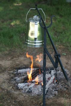 some of these campfire tools are super cool, i think we can fashion a few with our creativity Fire Cooking, Cast Iron Cooking, Outdoor Cooking, Metal Projects, Welding Projects, Metal Crafts, Blacksmith Forge, Blacksmith Projects, Iron Work