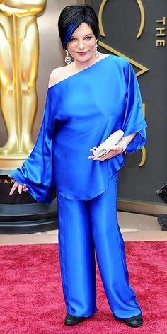 Liza Minnelli hits the Oscars red carpet with a bold electric blue highlight to match her cobalt pantsuit. http://www.people.com/people/special/0,,20783495,00.html#1&id=1582650