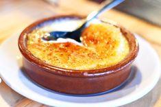 La Crema catalana è un dolce tipico della cultura spagnola che prevede subito prima di servire la crema, preparata facendo bollire i vari ingredienti...