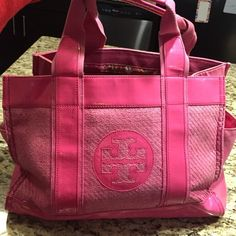 Tory Burch Pink Beach Tote Bag Tory Burch Pink Beach Tote Bag- very worn but perfect for the beach . Originally $195. Asking $80 or best offer Tory Burch Bags Totes