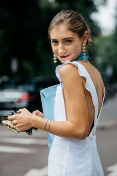 Statement earrings | Gold | Jewelry | Streetstyle | More on Fashionchick.nl