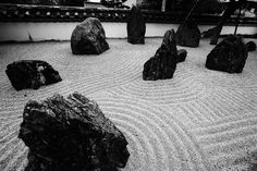 Yun Free Stock Photos : No. 2948 A rock garden of a light temple belonging to the Zen sect [Japan / Fukuoka Prefecture] Japanese Rock Garden, Japanese House, Japanese Gardens, Temple Of Light, Zen Art, Fukuoka, Japanese Beauty, Landscape Architecture, Beautiful Gardens