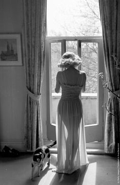 A woman in a nylon nightie by Charmese, 1949. (Photo by Kurt Hutton/Picture Post/Getty Images).