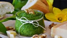 Looking for a new twist on basil pesto? Check out these 10 pesto recipes that are not just delicious but also chock full of healthy herbs and nuts. Hummus Al Pesto, Salsa Pesto, Pasta Al Pesto, Fresh Basil Pesto Recipe, Basil Pesto Recipes, Penne, William Li, Healthy Pesto, Salads