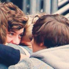 #3YearsAgoLouisMetHarry