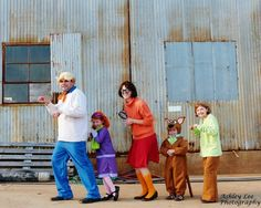 Really fun costume ideas with lots of themes for families. Happy Halloween, Halloween 2015, Family Halloween Costumes, Holidays Halloween, Halloween Kids, Halloween Party, Halloween Dress, Halloween Crafts, Halloween Playlist