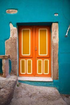 front door paint colors - Want a quick makeover? Paint your front door a different color. Here's some inspiration for you. Cool Doors, Unique Doors, Italian Doors, Orange Door, Blue Orange, Blue Grey, When One Door Closes, Painted Front Doors, Closed Doors