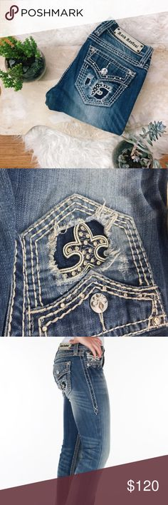 Rock revival heaven skinny jeans 27 Super cute heaven skinny jeans (these were bootcut but my mom sews) she made these custom into skinny jeans so ONE OF A KIND! :) if you have any questions just ask! :) Rock Revival Jeans Skinny