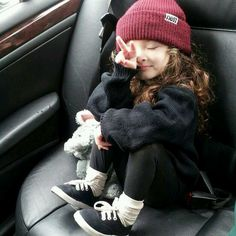 This little girl is my new style icon. She looks so comfy...I want to dress like this everyday.