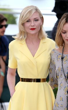 Kirsten Dunst wears a glamorous poppy emblazoned gown in Cannes Not so mellow yellow! Clad in a summery yellow dress, Cute Yellow Dresses, Pink Dress, Style Classique, Kirsten Dunst, Mellow Yellow, Cannes Film Festival, Couture Collection, How To Look Pretty, Marie