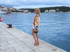 Michael Kors, bag, torba, look. style, women, blonde, water, blue, Makarska, Chorwacja, Croatia,