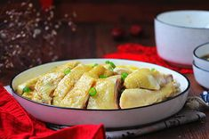 New Year's Eve-Great Lohan Steamed Chicken with Bamboo Shoots.Easy to learn, one is not enough Chicken Accessories, Healthy Chinese Recipes, Steamed Chicken, Ginger Slice, Bamboo Shoots, Cooking Wine, Chinese Food, Chicken Wings, Food Print