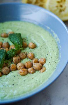 LCHF året rundt boganmeldelse + agurke – avocado suppe
