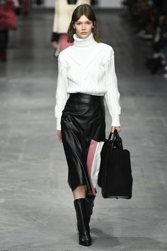 Trussardi Fall 2018 Ready-to-Wear Fashion Show Collection: See the complete Trussardi Fall 2018 Ready-to-Wear collection. Look 29 Fashion Tips For Women, Latest Fashion Trends, Runway Fashion, Fashion Brands, Fashion Outfits, Womens Fashion, Black Leather Pencil Skirt, Autumn Fashion 2018, Milan Fashion Weeks