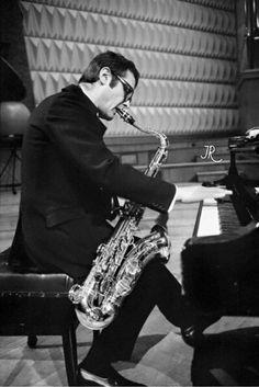 Stan Getz in London...tuning his sax