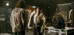 Tom Cruise aparece com visual roqueiro no segundo trailer de Rock of Ages